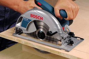 Circular saw for wall bed wood cutting